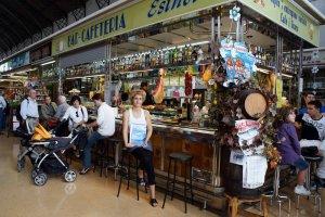 L'Esther Roca, mestressa del Bar Esther del Mercat de Tortosa