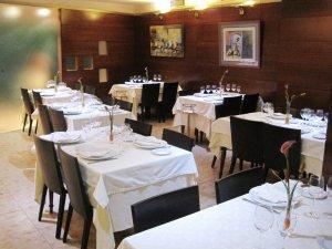 Menjador del Vell Papiol de Calafell, un dels restaurants de Tarragona finalista als Premis Cartavi en la categoria B