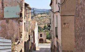 Tots el carrers d'Ulldemolins duen, en aquest cas, al Montsant i a la Serra de Llena.