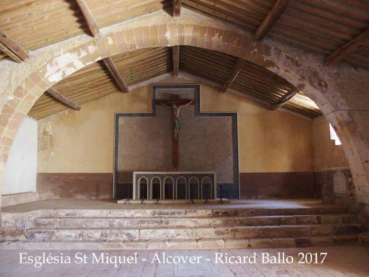 Altar de l'església de Sant Miquel, dins del recinte del cementiri d'Alcover