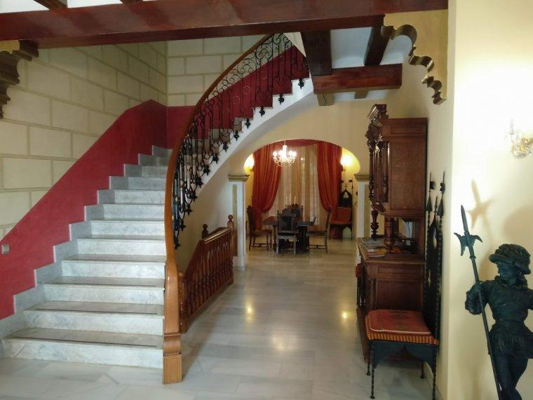 El vestíbul principal de l'hotel, amb el deliciós toc kitsch d'un Parador Nacional.
