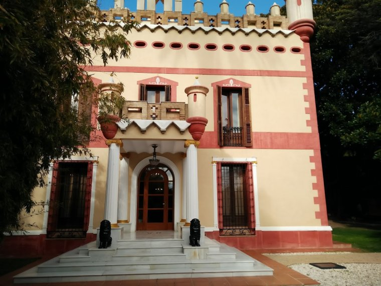 Façana de l'edifici principal de Villa Retiro.