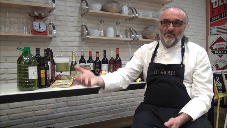 Jeroni Castell, explicant la seva particular relació entre producte i tècnica culinària.