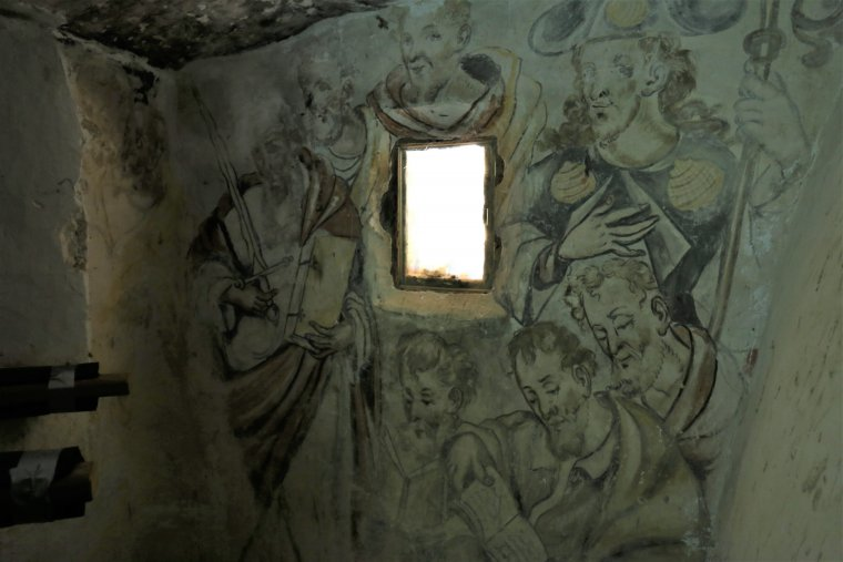 Les pintures barroques a la cripta de Santa Magdalena