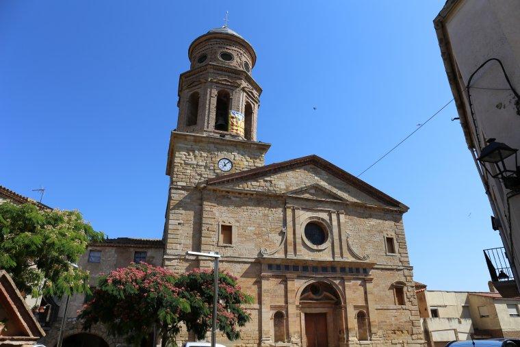 L'església i el campanar d'Ulldemolins, al centre del poble.