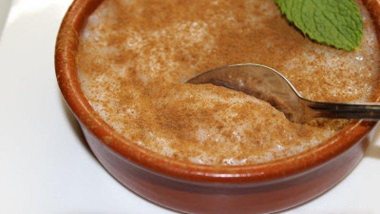 Menjar blanc amb espolvorejat amb canyella