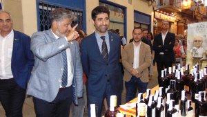 Albert Batet, alcalde de Valls i el conseller de Polítiques Digitals i Administració Pública de la Generalitat de Catalunya, Jordi Puigneró, visitant la Firagost.