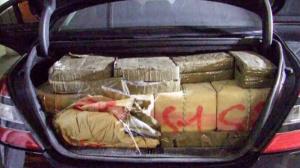 El cotxe interceptat amb droga anava carregat de fardells d'haixix.