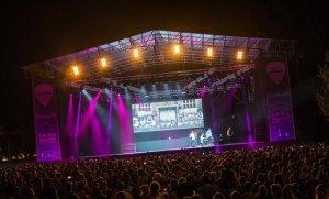 L'espectacular escenari és un dels atractius del festival també.