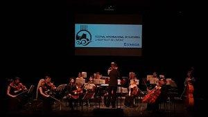 Carles Trepat i l'Orquestra Krammart, durant el concert de cloenda del Festival Internacional de Guitarra de l'Hospitalet de l'Infant.