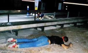 Dos dels terroristes abatuts pels Mossos, davant del Nàutic de Cambrils.