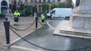 El servei de neteja de Reus utilitza l'aigua no potable a la via pública.