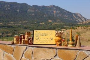 Els productes de cera i mel d'Apícola Nogués auspiciats pel Montsant