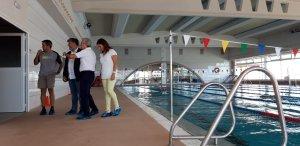 La piscina municipal de Valls ha estrenat nou paviment antilliscant.