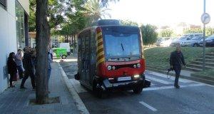El bus autònom Èrica circulant pel Vendrell.