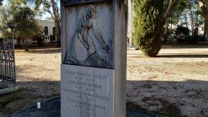 L'estela funerària d'Evarist Fàbregas, obra de Joan Rebull