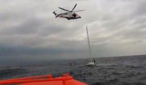 Rescaten a cinc tripulants d'un veler que s'enfonsava a Cambrils