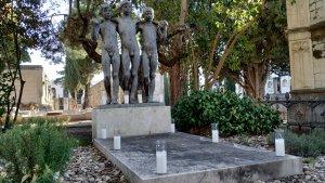 Tomba de Joan Rebull amb 'Els tres gitanets', del mateix escultor reusenc.