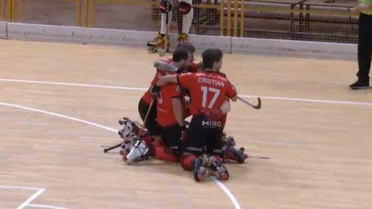 Joan Salvat celebra con sus compañeros el 0 a 1