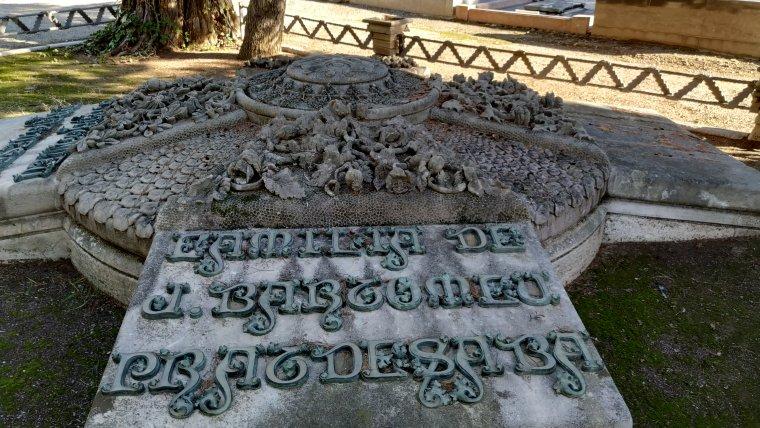 Tomba de la família Pratdesaba, el monument modernista més antic de Reus