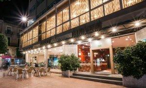 Imatge de la façana principal de l'Hotel Gaudí de Reus
