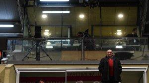 Joan Oliver ha aguantat l'esbroncada del públic que ha demanat la venda del club i la seva marxa