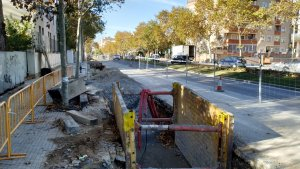 La instal·lació del nou col·lector ocupa des de l'avinguda de Sant Bernat Calbó