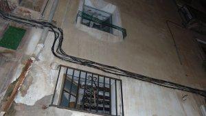 S'ha ensorrat el trespol de la 2a planta d'una casa deshabitada situada al carrer santa Marina 3.