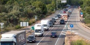 Una marxa lenta de camions a la zona de l'Ebre.