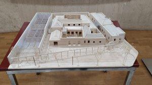 Vista frontal de la maqueta del Centre Social El Roser