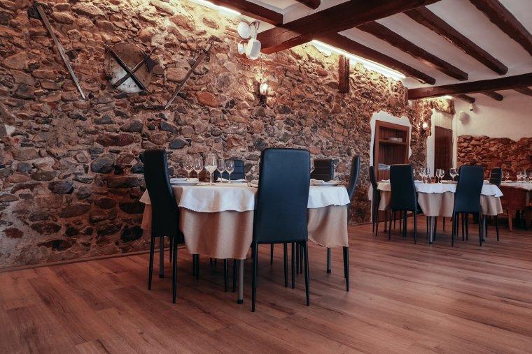 El menjador de la pallisa, una sala molt acollidora.