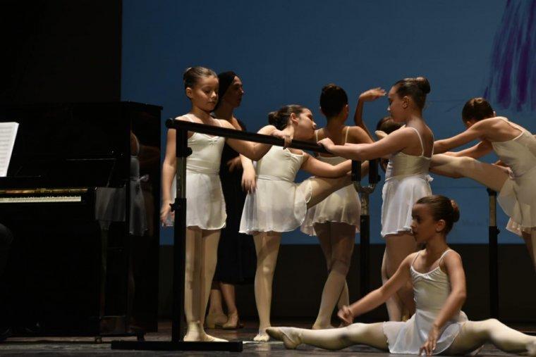 Les nenes ballant.