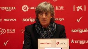 Enrique Martín a la sala de premsa del Nou Estadi després de la derrota contra el Granada
