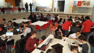 Imatge dels grups de treball de la Game Jam de Tarragona