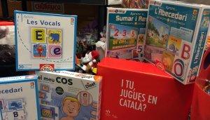 Jocs i joguines etiquetades en català.
