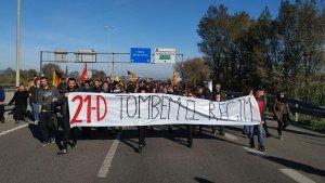 L'A-27 talla en sentit Valls per la manifestació.