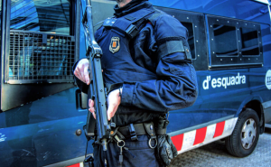 Un agent de l'ARRO dels Mossos d'Esquadra en una imatge d'arxiu.