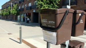 Un contenidor de recollida d'escombraries porta a porta.