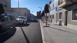 Un dels carrers asfaltat i renovat al barri Sol i Vista