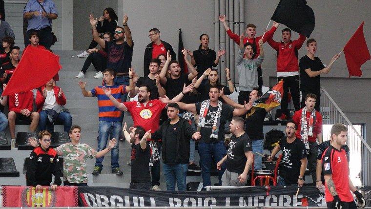 Los seguidores de Orgullo Rojo verdinegro han celebrado la victoria con los jugadores