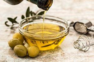 Consumir habitualment oli d'oliva verge extra redueix un 49% el risc de patir una fractura osteoporòtica.
