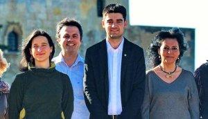 D'esquerra a dreta, Alba Muntadas (EINA), Hèctor López Bofill (JxA), Jordi Molinera (EINA) i Eva Martínez (JxA), quan tots quatre formaven part, el 2015, de la llista d'EINA.