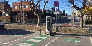 Un dels nous punts de càrrega del vehicle elèctric situats a Calafell.