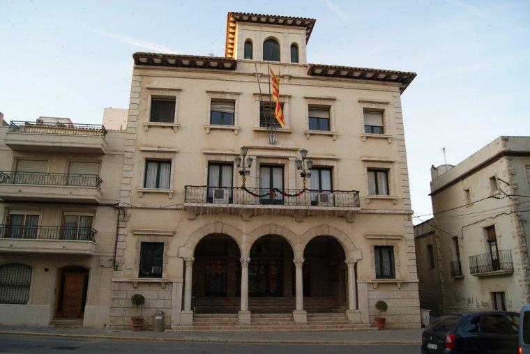 Façana de l'Ajuntament d'Amposta
