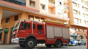 Bombers i Guàrdia Urbana al carrer de Wad-Ras de Reus