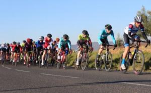 Ciclistes a la novena Cursa Social del Baix Penedès.