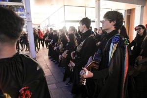 Concentració de Estudiantines al centre comercial el Pallol de Reus