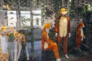 Disfresses d'animals exposades a l'aparador de Merca Eurasia pel Carnaval 2019
