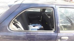 Els lladres del pàrquing del Cementiri de Tarragona van trencar el vidre dels vehicles per poder accedir a l'interior.
