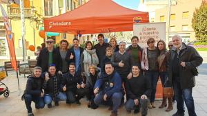 Imatge de la carpa informativa que Cs va instal·lar a la plaça de la Font de la Manxa, a Valls